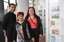 Marcos con su madre y amiga